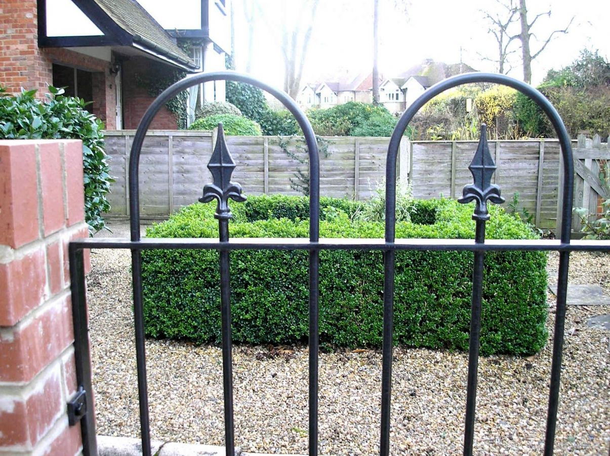6v2-hoop-top-and-finial-railings-739-p.jpg