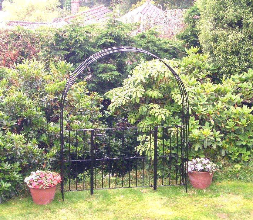 a011-extra-wide-country-style-gate-with-arch-finish-required-galvanised-and-powdercoated-in-black-or-green-375-p.jpg