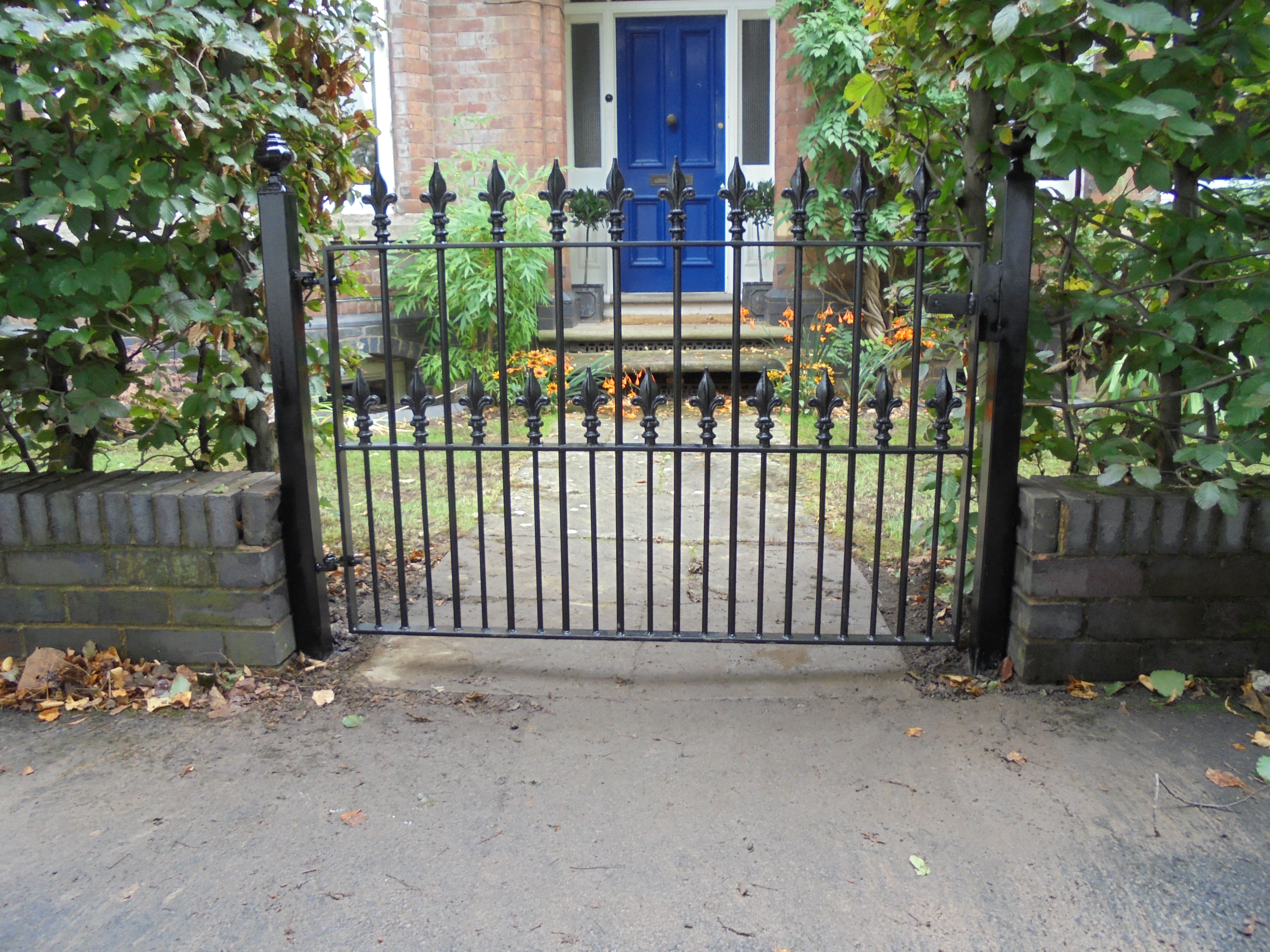 victorian heavy duty gate w flowers (1)