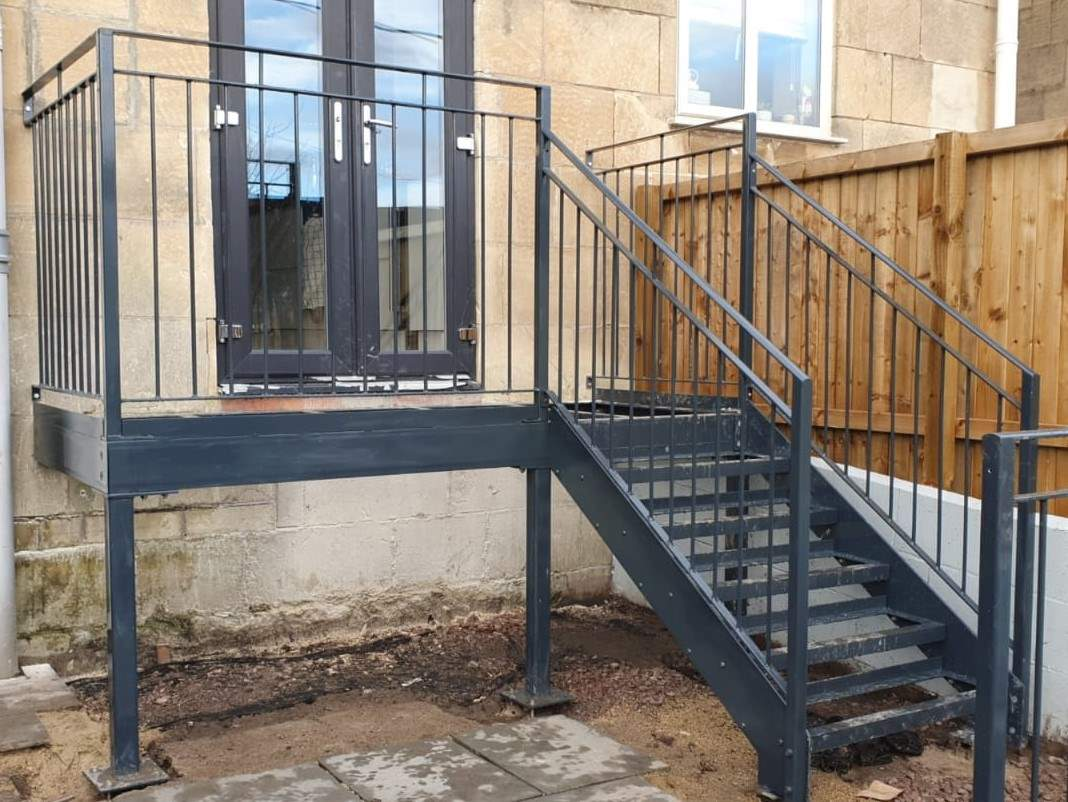 Small stair and balcony (grey)